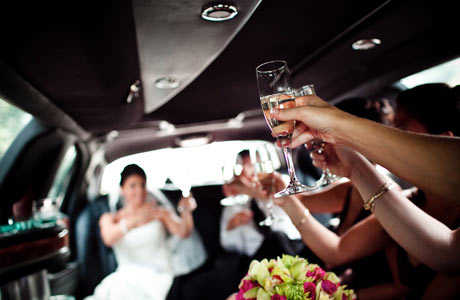 Béreljen limuzint esküvőre kedvező feltételekkel